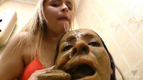 Anny Portilla - Scat Toilette Fight (HD 720p)