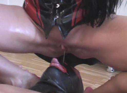 Carmen Rivera - Pissing a slave in the mouth beauty brunette [SD, 576p] [Clips4sale.com]