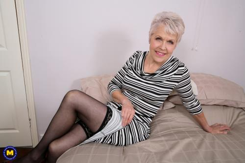 Lady Sextasy - British mature Lady Sextasy doing her toyboy (FullHD)