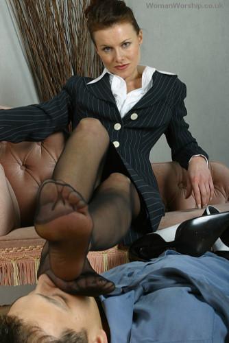 Womanworship: Mistress Anna Regent, Mistress Sky, Mistress Nonna Anna Regent's boot boy [SD 576p]