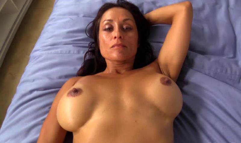 Lorell: 47 year old beautiful busty Latina MILF (HD / 720p / 2019) [MomPov]