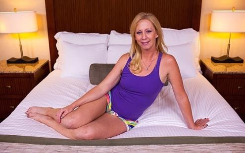 Bonnie - 41 year old sexually wild MILFs first porn (MomPov.com/720p/HD)