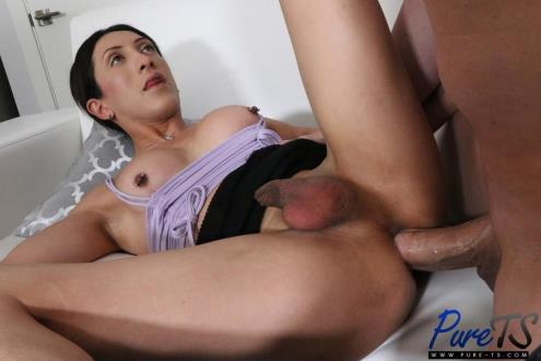 Ashley Silver - Super Petite Amateur Gets Fucked By Her Boyfriend'S Roommate (09.05.2019/Pure-ts.com/SD/480p)