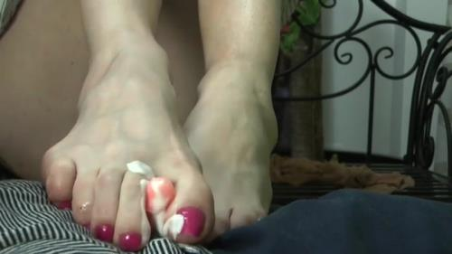 Goddess Celine - Scented Nylon Footjob [SD, 406p] [Clips4Sale.com, Dangerous Temptation]