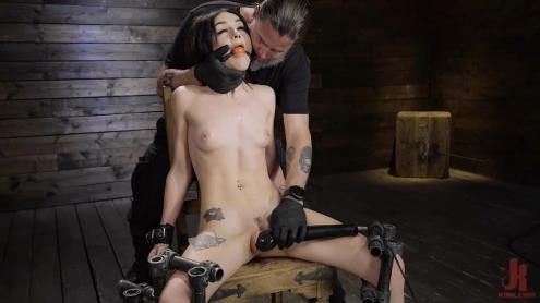 Rosalyn Sphinx - Fresh Meat: Rosalyn Sphinx (18.05.2019/DeviceBondage.com, Kink.com/HD/720p)