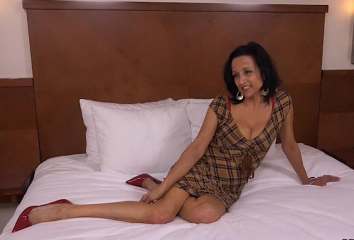 Cathy - 44 year old webcam MILF takes creampie (SD 404p) - MomPov - [2019]