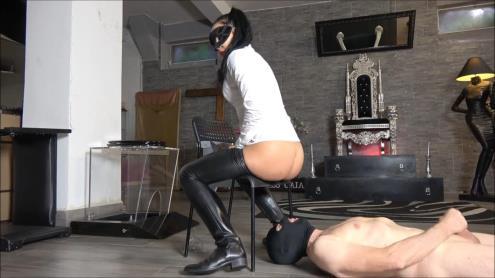 Mistress Gaia - Piss For My Personal Slave [FullHD, 1080p] [MistressGaia.com]