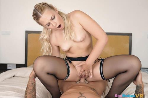 Selvaggia - Young in Stocking (20.06.2019/SexBabesVR.com/3D/VR/UltraHD 2K/1920p)