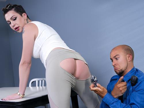 Danika Dreamz, Eli Hunter - What's In Her Pants? (1.32 GB)
