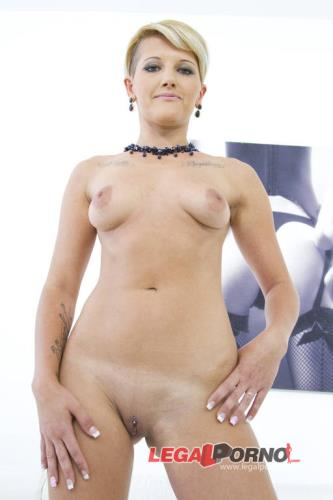 Simona - Simona filmed during her first anal SZ9651 (HD)