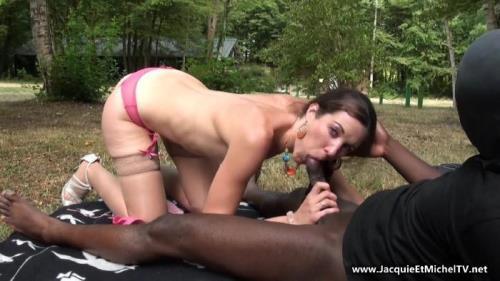 Margot - Margot se fait defoncer l'anus! (FullHD)