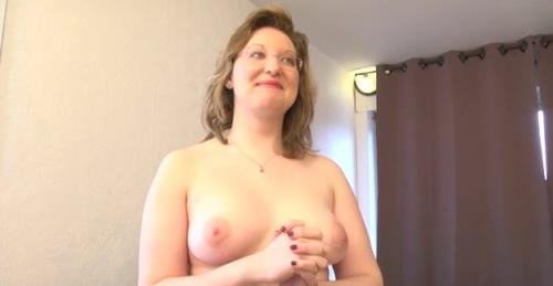 Julie - Julie, institutrice, premiere sodomie! (SD)