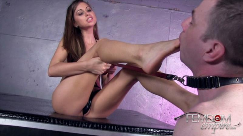 FemdomEmpire: (Riley Reid) - Riley's Foot licking bitch [HD / 230 MB]