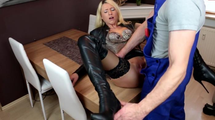 MyDirtyHobby: Whore dressed in leather pays craftsman Cum shower - Daynia [2019] (FullHD 1080p)