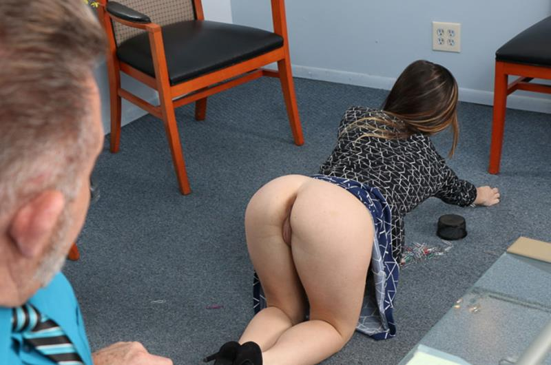 Bambi Brooks - An Ideal Employee [FamilyStrokes] 2019