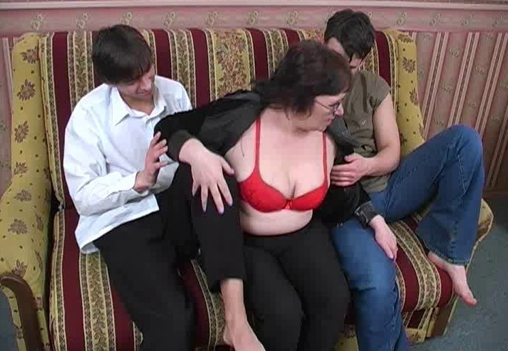 Amateur: Group Sex Moms vova92 (SD / 576p / 2019) [MaximumMatures]