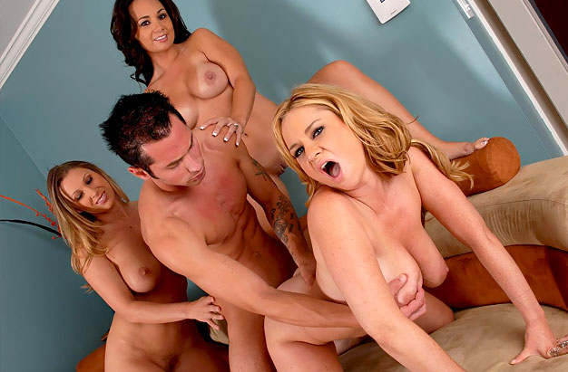 CougarSexClub: Devon Holly, Violet - Catch their prey [219 MB] - [SD 360p]