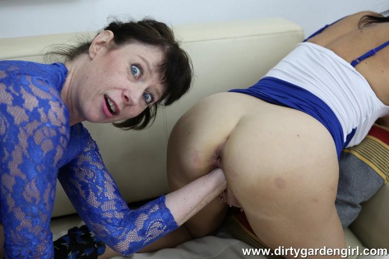DirtyGardenGirl: Dirtygardengirl, SexySasha Fisting fun [HD 720p]