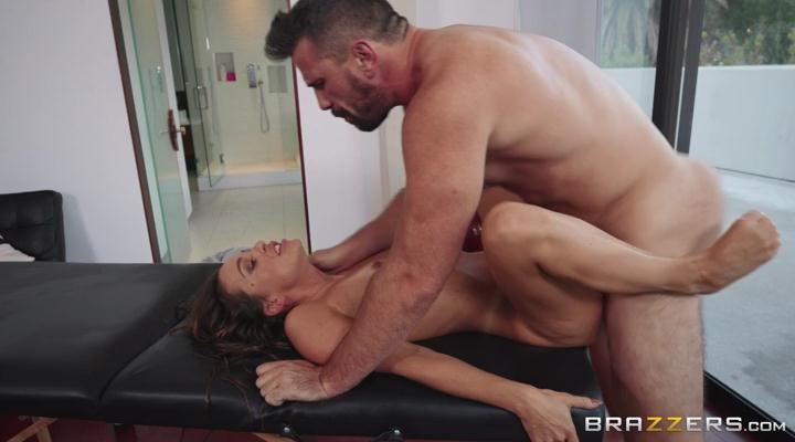 Abigail Mac - Serviced In Her Room! ( 2019/DirtyMasseur.com / Brazzers.com/SD)