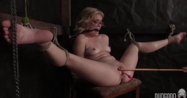 Stretched, Bent and Split 4 - Katie Kush [SocietySM/DungeonCorp] (FullHD 1080p)