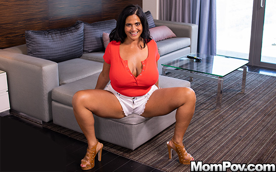 Kailani - Pawg MILF smothers you with her curves! ( 2019/MomPov.com/SD)
