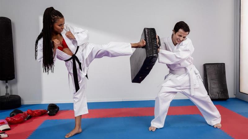 Kira Noir - Fighting Foot Domination! ( 2019/Brazzers.com / BrazzersExxtra.com/SD)