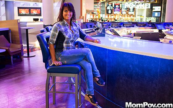 Claresa - Horny MILF exploring sexuality! ( 2019/MomPov.com/SD)