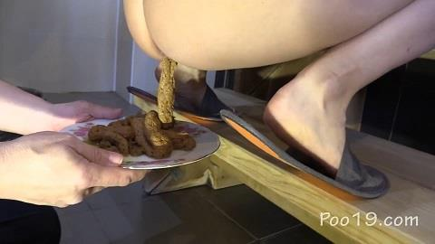 MilanaSmelly - Eat another spoonful of my chocolate cream [FullHD, 1080p] [Poo19.com]