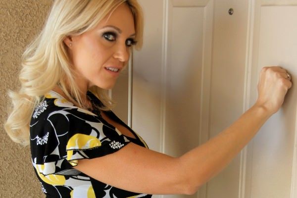 Charlee Chase - Fill In The Fucking Assistant: 1.95 GB: HD 720p - [MilfsLikeItBlack.com/Mofos.com]
