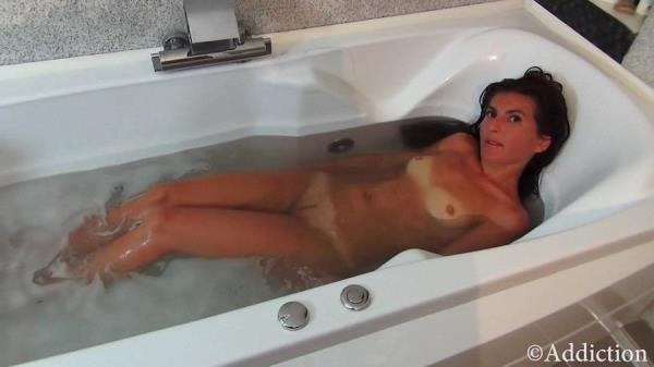Fucking Mommy in the Bathtub (FullHD 1080p)