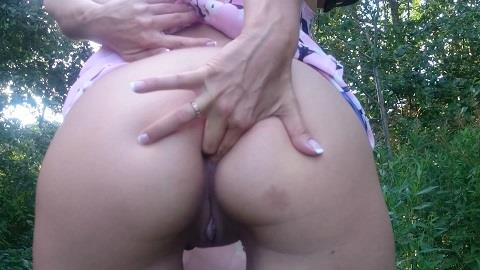Brown wife - Posing beside a country road (FullHD 1080p)