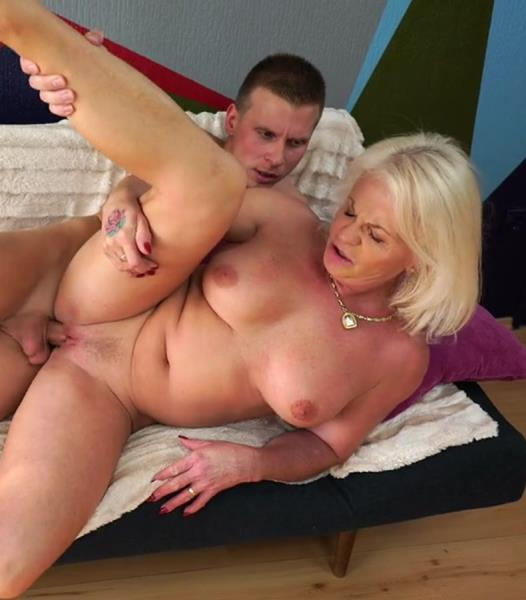 Anett - Trying Antique Pussy (2017/HD)