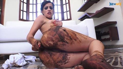 Carol Castro - Shitting in my white legging (FullHD 1080p)