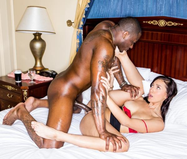 BlackedRaw – Bella Rolland – Bella And The Bull! [HD 720p]