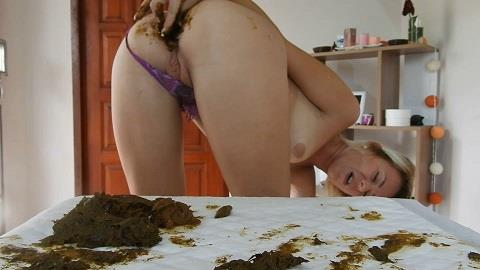 MissAnja - Shitty, Dirty Butt Plug Fun In Gstring Farting (FullHD 1080p)