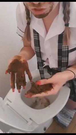 CremeDeLaJen - Schoolgirl plays with poop out of toilet (UltraHD 2K 1280p)