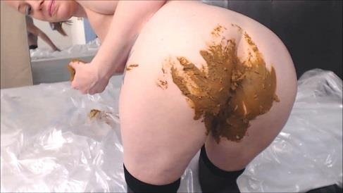 Cosmic Girl Summer - Poo In My Bed Pussy Smear (HD 720p)