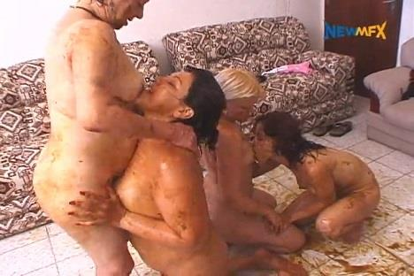 Nadia, Karol Mendez, Lu, Maria - A scat dream came true (SD 480p)